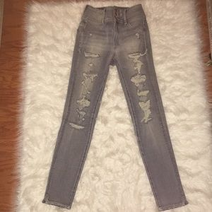 AMERICAN EAGLE BRAND NEW 0 RIPPED JEANS